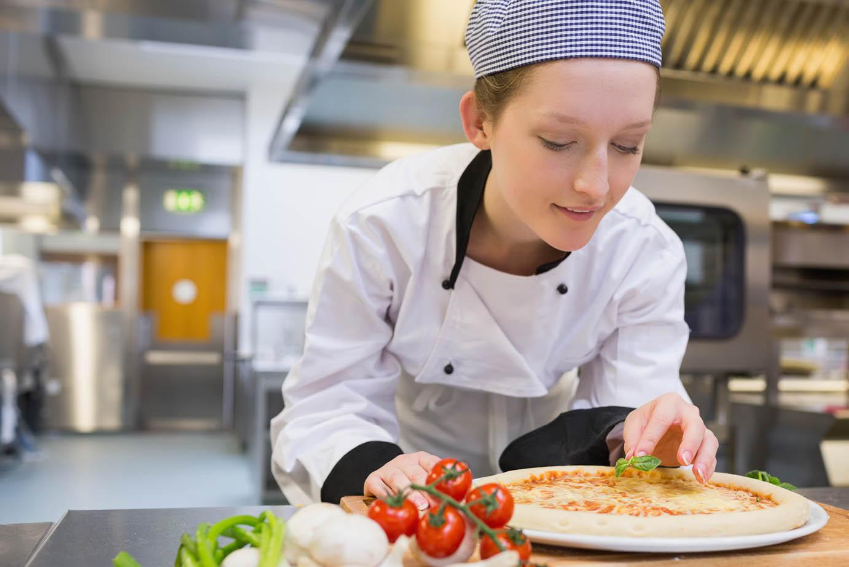 2021-22 Winter Hiring Campaign Web Mobile 1382x922 v1-Chef image